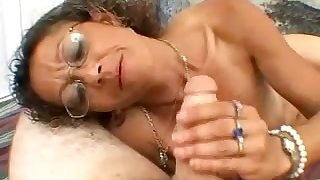 Nerdy crinkly amateur whore is so into jerking off stiff dick