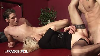 Older blond tramp blowing hard young penis