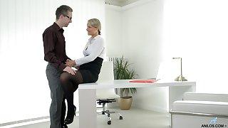 Crestfallen ass MILF fucked at work added to made to swallow the boss's jizz