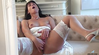 Handsome cougar Lelani Tizzie opens say no to legs to masturbate