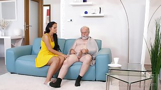 Young busty nurse Jennifer Mendez gives a blowjob and titjob to one paterfamilias