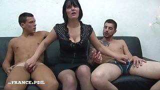 MMF Zealous mature mommy with big titties doing handjob Amateur threesome